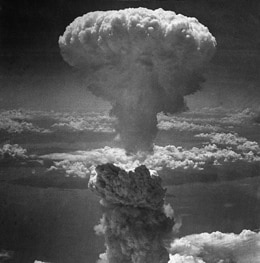 how the atomic bomb ended a war and signaled the beginning of the atomic age Hiroshima and the nuclear age – a visual guide on 6 august 1945, the us attacked the japanese city of hiroshima with an atomic bomb in a bid to end the second world war.