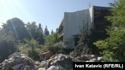 Napušteni hangar u kojem se, navodno, dogodio radioaktivni incident, područje Energoinvesta, Sarajevo.