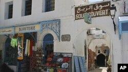 突尼斯门庭冷落得集市(2011年7月9号资料照)