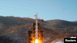 Lacement de Unha-3 (Voie Lactée 3) fusée transportant la deuxième version du satellite Kwangmyongsong-3 de la base West sea en Corée du Nord en décembre 2012.