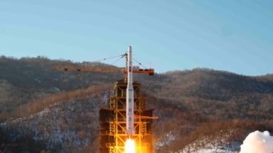 지난 2012년 12월 북한 관영 조선중앙통신이 배포한 '은하 3호' 장거리 로켓 발사 장면. (자료사진)