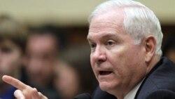 رابرت گیتس وزیر دفاع آمریکا، از گَزارش های خشونت در اردوگاه اشرف ابراز نگرانی کرد و از دولت عراق خواست خویشتنداری نشان دهد
