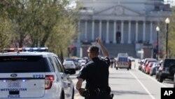 Una hora después del incidente la Casa Blanca y el Capitolio levantaron la orden de cierre y los visitantes de ambos edificios fueron evacuados.