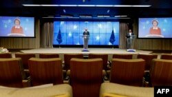 샤를 미셀 유럽연합 정상회의 상임의장이 6일 발칸반도 국가들과의 화상회의를 마친 후 기자회견을 했다.