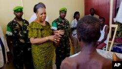 Presidente-interina Catherine Samba-Panza visita vítimas da violência, Bangu, 2014.