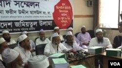 Maulana Fariduddin Masoud, ketika mengumumkan fatwa yang mengutuk terorisme. (Foto: J. Samnoon untuk VOA).