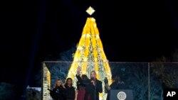 El presidente Barack Obama y su familia participaron en la ceremonia anual de encendido del Árbol Nacional de Navidad, este jueves 3 de diciembre de 2015.