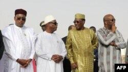 Le président nigérien Mahamadou Issoufou, le président malien Ibrahim Boubacar Keita, le président tchadien Idriss Deby, le président burkinabé Roch Marc Christian Kaboré à Nouakchott le 2 juillet 2018.