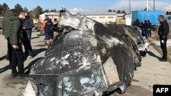 2020年1月8日在德黑兰上空被飞弹击中坠毁的乌克兰客机残骸。照片来自STR / National Security and Defense Council of Ukraine / AFP