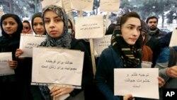 زنان خواهان جدیت در رسیدگی دوسیه های خشونت علیه زنان شدند.