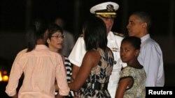 صدر اوباما اپنے خاندان کے ساتھ تعطیلات گذارنے 22 دسمبر کو ہوائی پہنچے۔