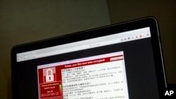 Một người Đài Loan chụp lại lời cảnh báo về vụ tấn công mạng máy tính để đòi tiền chuộc, 13/5/2017