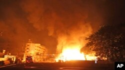 Asap mengepul akibat ledakan gas di kota Kaohsiung, Taiwan hari Kamis (31/7) malam.