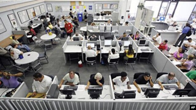 Unemployed people use computers and telephones to search for jobs and seek out unemployment insurance benefits at the Nevada JobConnect Career Center in Las Vegas (Sep 2010 file photo)