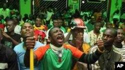 Dubban magoya bayan 'yan wasan Zambiya suka yi cincirindo litinin a Lusaka, domin tarbar zakarun na kasashen Afirka