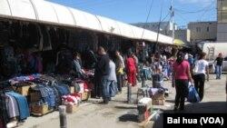 西伯利亚东部雅库茨克市一家中国商贩集中的市场
