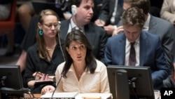 Anbasadè Lèzetazini nan l'ONU Nikki Haley ki t ap pale pandan yon reyinyon dijans Konsèy Sekirite a sou sitiyasyon an nan Gaza. (Katye Jeneral Nasyon Zini, 15 me 2018).