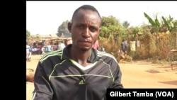Ayouba Samaila, conducteur de moto taxi (VOA / Gilbert Tamba)