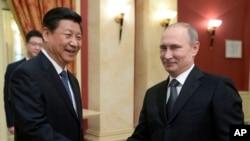 中國國家主席習近平和俄羅斯總統普京2月7日在索契握手