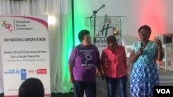 Abesifazana besemhlanganweni weZimbabwe Gender Commission koBulawayo.