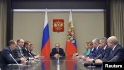 Russian President Vladimir Putin (C) chairs a meeting with members of the Security Council at the Novo-Ogaryovo state residence outside Moscow, Sept. 29, 2015.