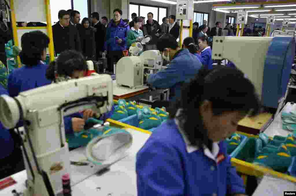 جنوبی افریقہ کے صنعتکار اجرت کی مد میں سالانہ شمالی کوریا سے تعلق رکھنے والے ملازمین کو نو کروڑ ڈالر ادا کرتے ہیں۔