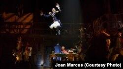 """Daveed Diggs actua en """"Hamilton"""", el musical de Broadway con más nominaciones para los premios Tony."""