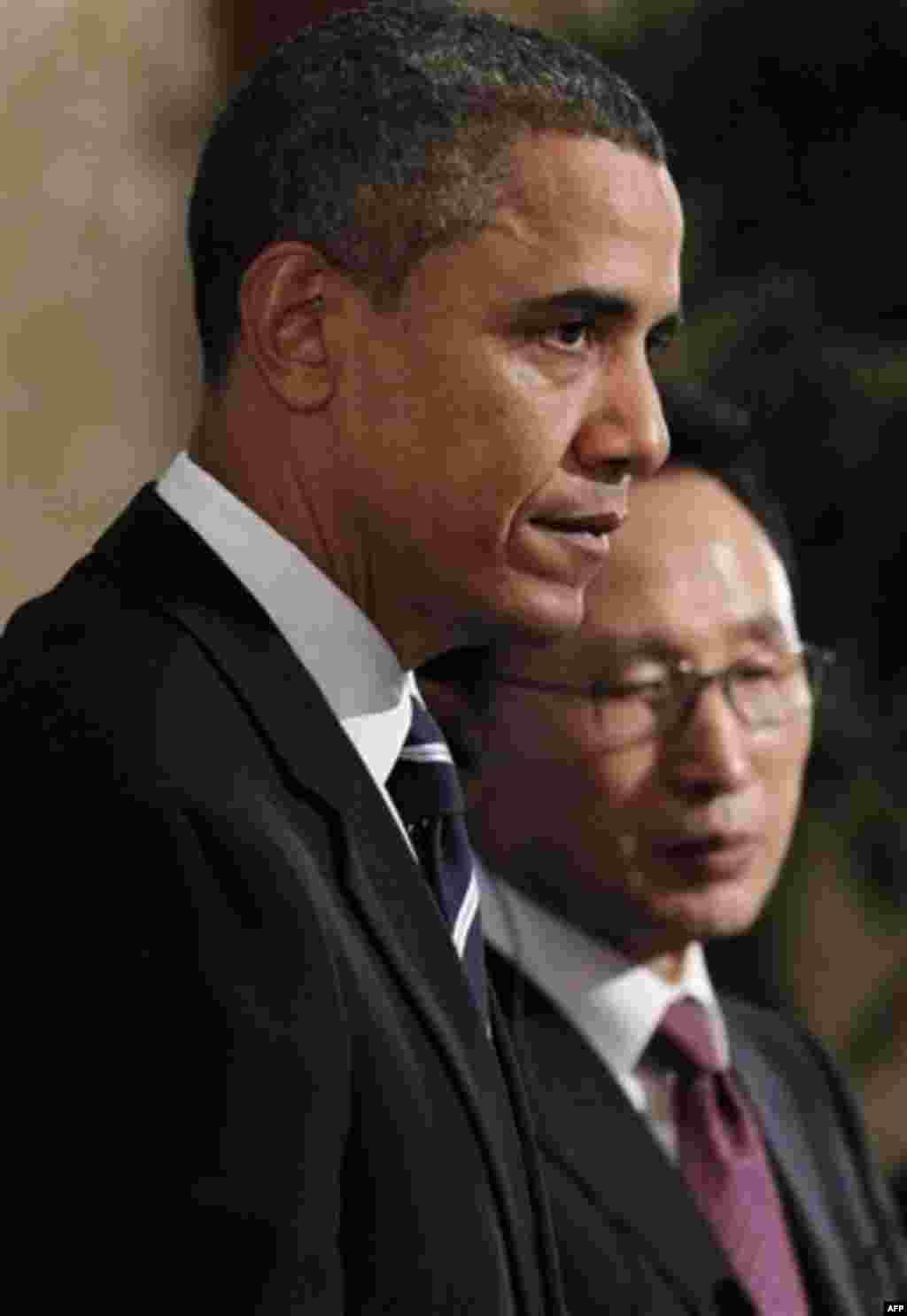 President Barack Obama and South Korean President Lee Myung-bak hold a joint news conference at Blue House in Seoul, South Korea, Thursday, Nov. 11, 2010. (AP Photo/Charles Dharapak)