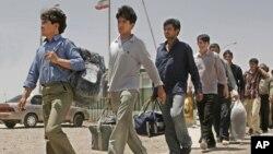 ایران اکثرأ آنعده افغان هایی را که اسناد قانونی اقامت ندارند، از طریق بندر اسلام قلعه ردمرز می کند.