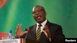 Vice-président ya kala ya Zambie Nevers Mumba azali kosala lisikulu na Lusaka, 15 janvier, 2015.