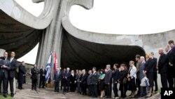 Upacara yang diadakan di lokasi kamp kematian Perang Dunia II di Jasenovac, Kroasia. (Foto: Dok)