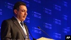Foto yang dirilis oleh teman-teman Nizar Zakka, pakar teknologi asal Lebanon dan aktivis kebebasan internet, sedang menyampaikan pidato dalam konferensi ICT di Yordania, 6 Maret 2013.