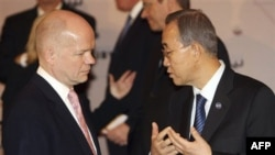 Слева направо: британский министр иностранных дел Уильям Хейг и Генеральный секретарь ООН Пан Ги Мун.