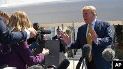 Le président Donald Trump s'adresse aux journalistes à la Maison-Blanche à Washington, le 22 juin 2019, avant d'embarquer dans Marine One pour le voyage à Camp David, dans le Maryland.