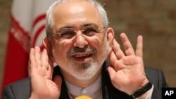 El ministro de Exteriores iraní, Mohammad Javad Zarif, habla durante una ronda de conversaciones en Viena.
