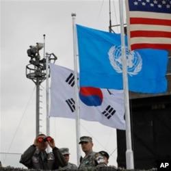 Barak Obama ikki Koreya o'rtasidagi chegara hududni ko'zdan kechirdi