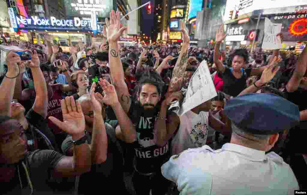 Протести на Таймс-Сквер у Нью-Йорку.
