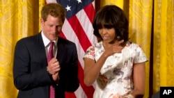El príncipe Harry sorprendió con su visita también a los invitados de Michelle Obama, en la Casa Blanca, durante la celebración para honrar a las madres.