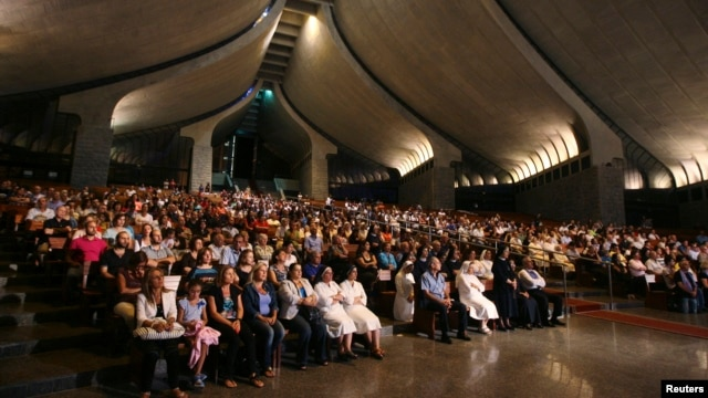 Lebanese, Syrian Christian Maronites pray for peace Syria, in Harisa, Lebanon, Sept. 7, 2013.