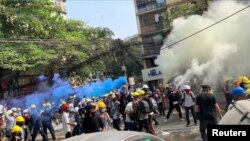 缅甸仰光2021年3月3日再有示威至少一人丧生(路透社)