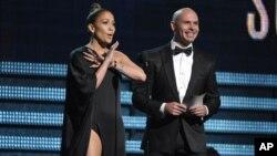 Jennifer Lopez dan penyanyi rap/produser Pitbull dalam acara Grammy Awards 2013. (Foto: Dok)