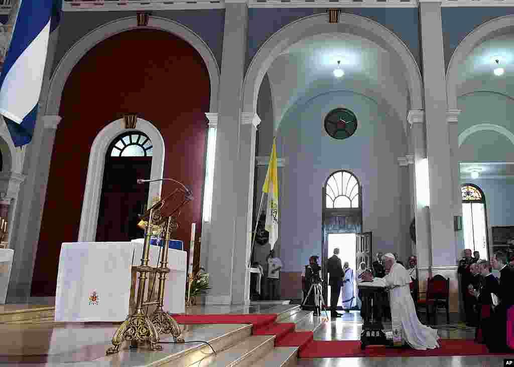 Pope Benedict kneels before the Virgin of Charity of Cobre, Cuba's patron saint, in Santiago de Cuba, Cuba, March 27, 2012. (AP)