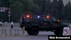 六四日北京天安门广场上政府严加监控