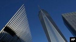 3일 새롭게 완공돼 개장한 미국 뉴욕의 세계무역센터 건물이 우뚝 서 있다.