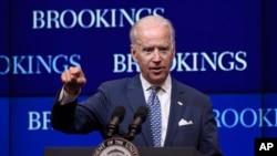 美国副总统拜登星期三在总部设在华盛顿的布鲁金斯学会发表演说