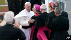 Папа римский Франциск прибыл в Международный аэропорт Филадельфии. США. 26 сентября 2015 г.