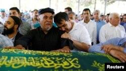 Porodica i prijatelji žrtava subotnjeg napada u Turskoj