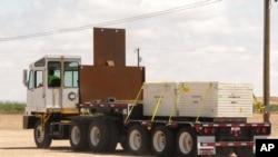 El camión que transportaba el material radioactivo fue robado cuando se encontraba en una estación de servicio.