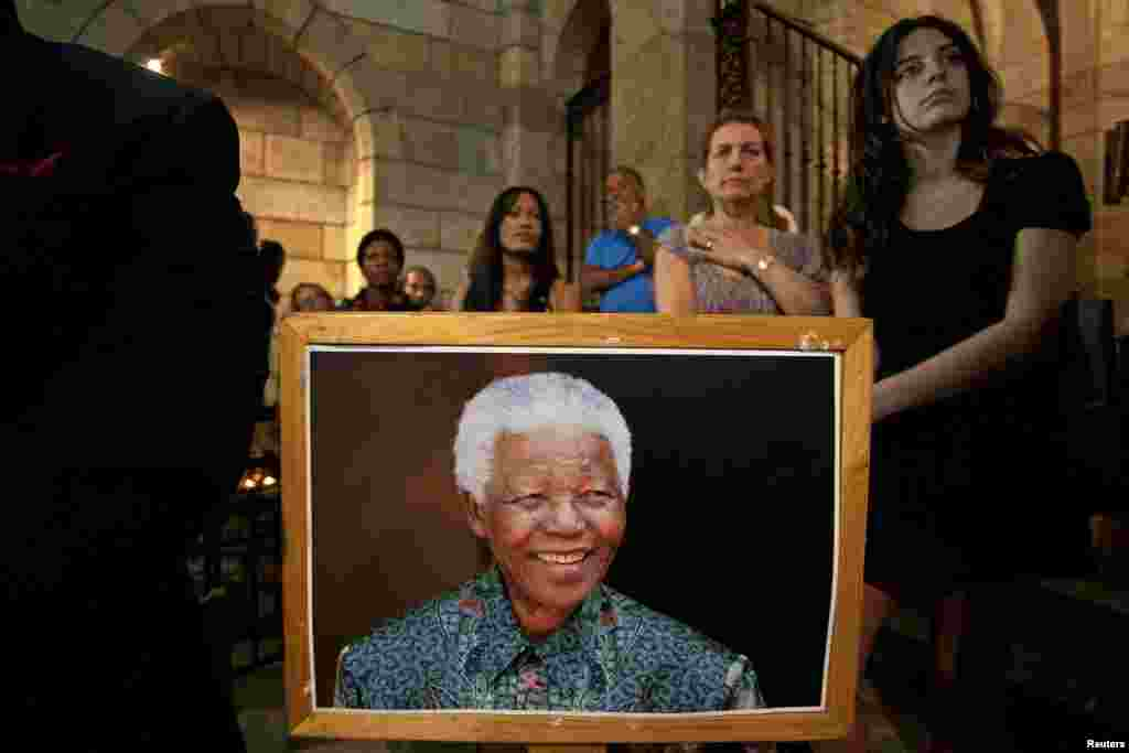 People attend a special Sunday morning service dedicated to Nelson Mandela at St. George's Cathedral in Cape Town December 8, 2013. South African anti-apartheid hero Mandela died aged 95 at his Johannesburg home on December 5, 2013 after a prolonged lung
