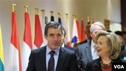 Hillary Rodham Clinton i Anders Fogh Rasmussen nakon današnjeg sastanka ministara vanjskih poslova i obrane zemalja, članica NATO saveza